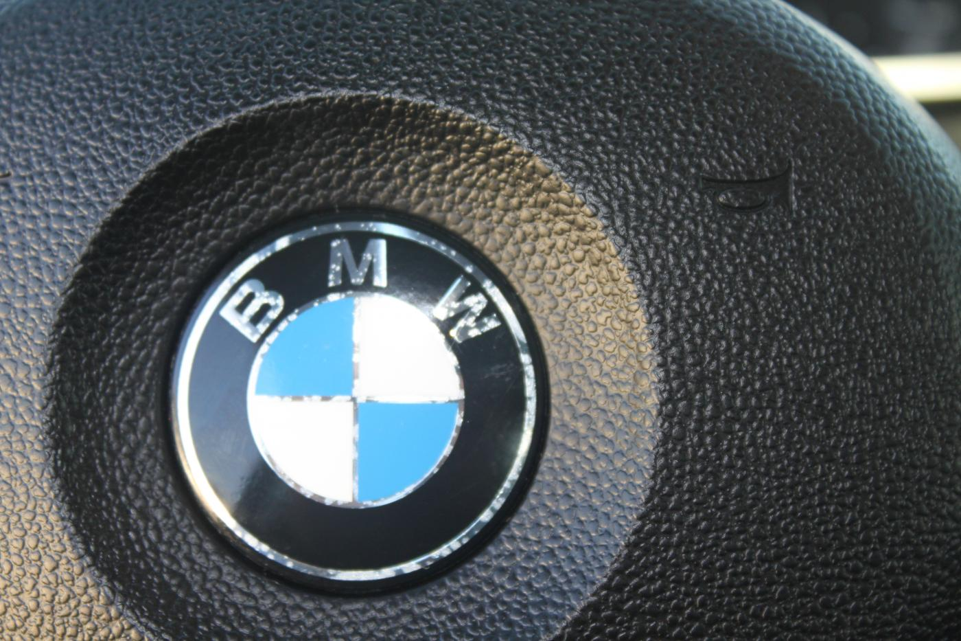Bmw Steering Wheel Emblem Defect