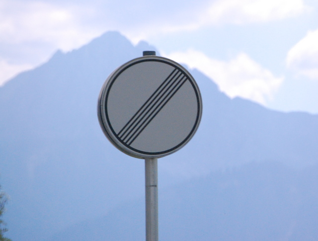 Name:  autobahn-end-of-restrictions-sign.jpg Views: 11504 Size:  83.5 KB