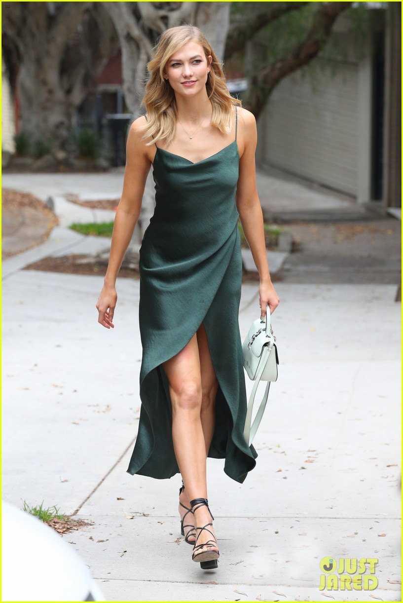 Name:  karlie-kloss-shows-off-her-style-in-australia-03.jpg Views: 1328 Size:  161.8 KB